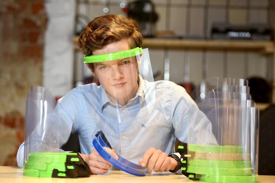 """Max Hilse hat den Makerspace """"Geistesblitz"""" in Löbau gegründet. Mit anderen Jugendlichen produziert er hier jetzt Corona-Schutzvisiere."""