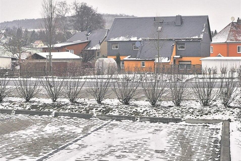 """So sah die """"Streubelscheune"""" einst in der Poststraße im Ortsteil Spitzkunnersdorf aus. Nach dem Abriss des Gebäudes ist auf der Fläche ein Wanderparkplatz angelegt worden. Es ist einer von insgesamt drei Wanderparkplätzen in der Gemeinde. Fotos: Matthias"""