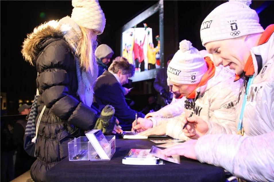 Nicht nur die Autogramme der Olympiasieger waren begehrt, ...