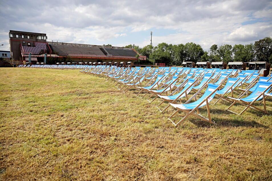 500 Sitzplätze gibt es insgesamt im Grubestadion - auf Liegestühlen und in Strandkörben.