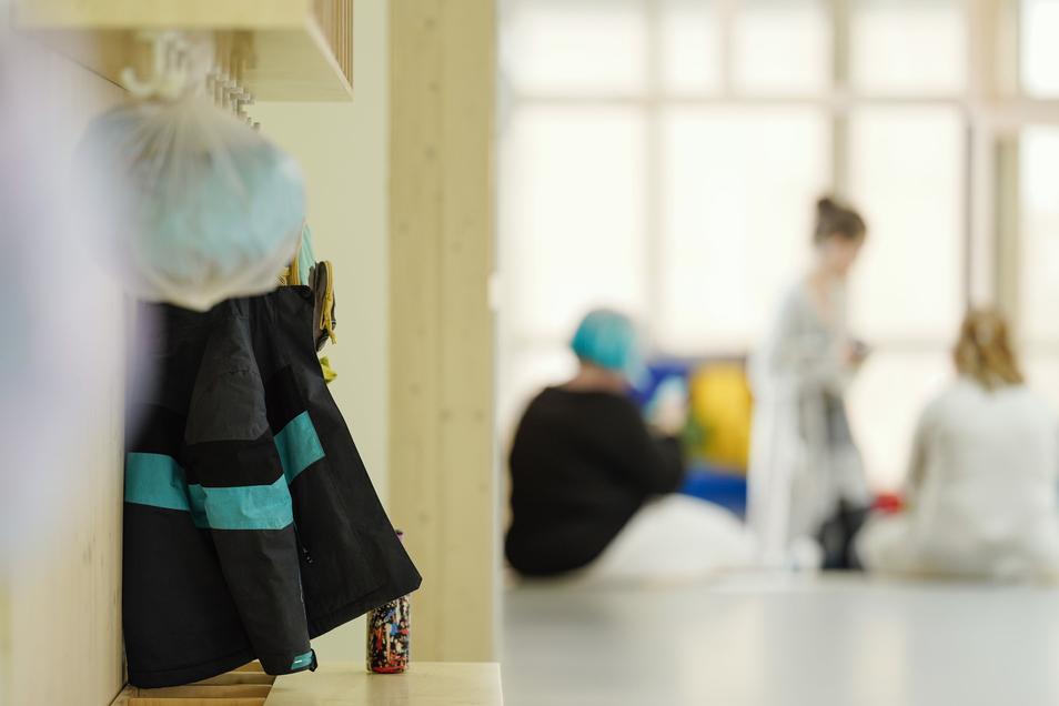 Flächendeckend sind Schulen und Kitas wegen der sich weiter ausbreitenden Coronavirus-Pandemie geschlossen. Es gibt nur eine Notbetreuung.