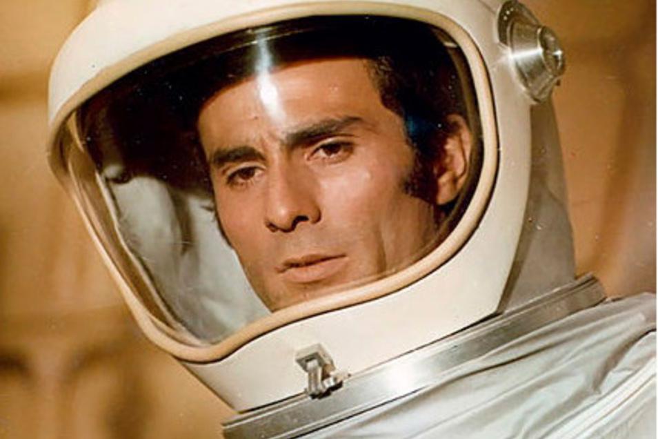 """Das ist doch ...? Richtig: Gojko Mitic als Kosmonaut in """"Signale"""" von 1970, einem der wenigen Science-Fiction-Filme der DDR."""