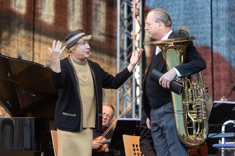 Am Sonnabend trat Tom Pauls (li.) als Ilse Bähnert noch vor 700 Zuschauern in Wilsdruff auf.