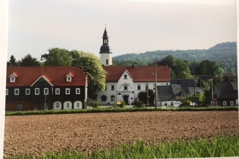... und eine aktuelle an der gleichen Stelle. Ab Sonntag werden Aufnahmen von früher und heute in einer Schau in der Kirche gegenübergestellt.