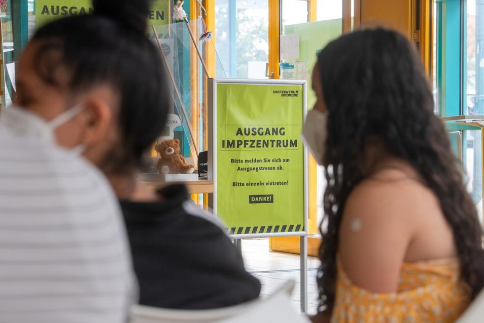 Zum Corona-Schutz für den Schulstart nach den Sommerferien sollen Kinder und Jugendliche bundesweit zusätzliche Impfmöglichkeiten bekommen.