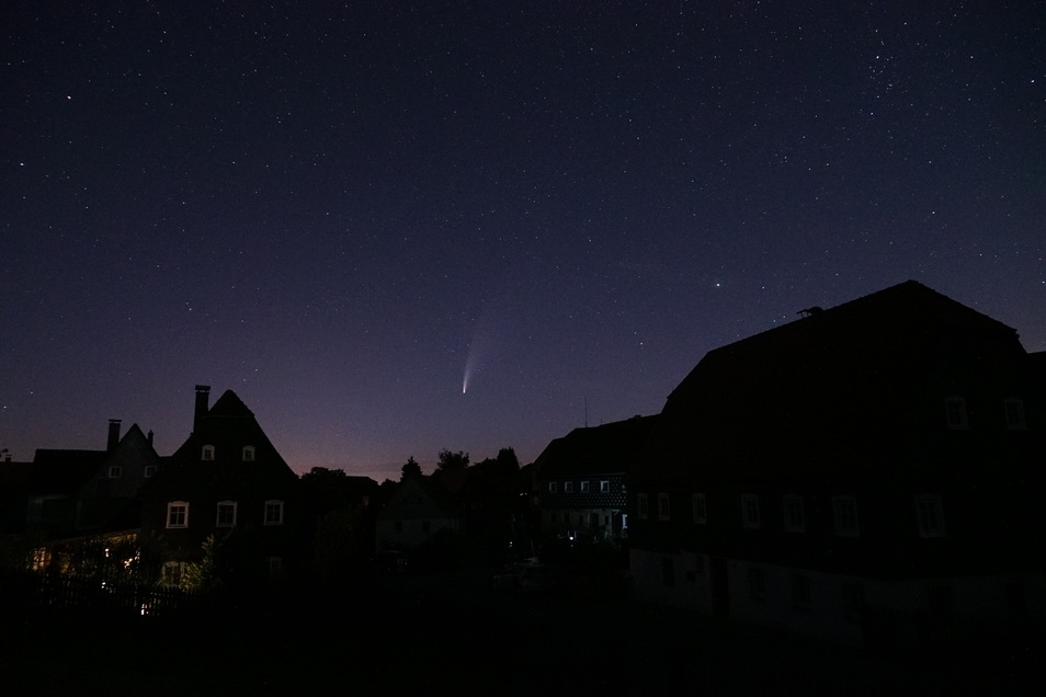 Der Komet über Obercunnersdorf am Dienstag kurz nach Mitternacht.