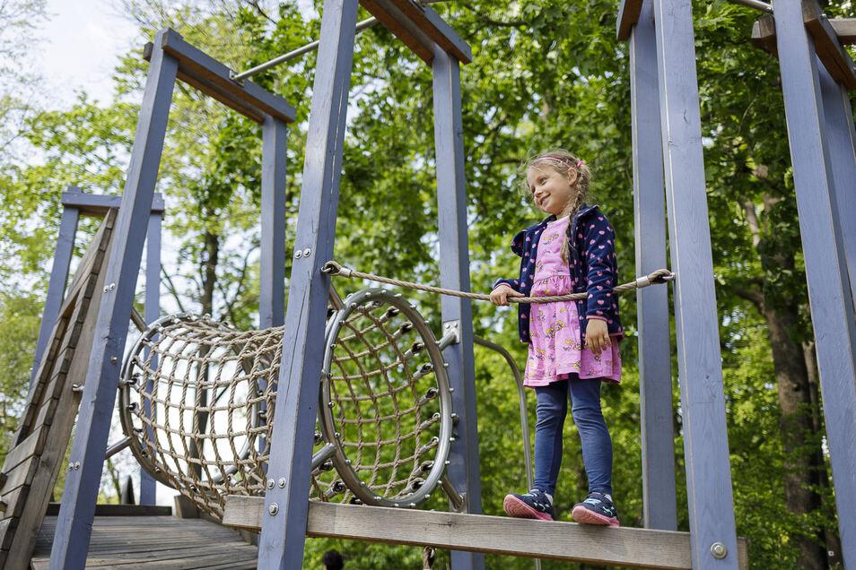 Kam am Mittwoch gleich zweimal zum Spielplatz im Görlitzer Park des Friedens: die fünfjährige Leonie.