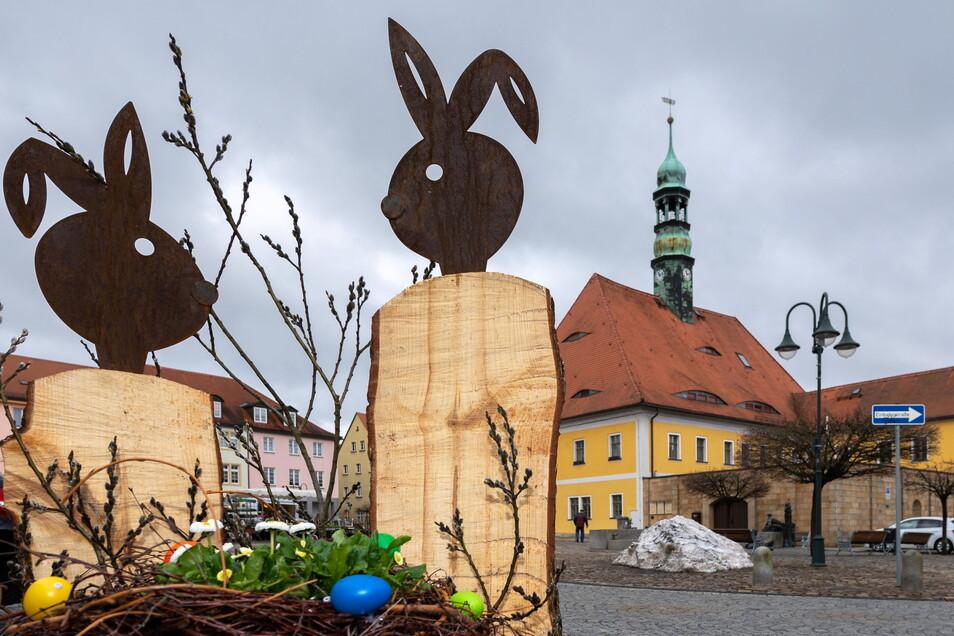 Hasen-Parade: Der Neustädter Marktplatz wurde passend zur Osterzeit geschmückt.