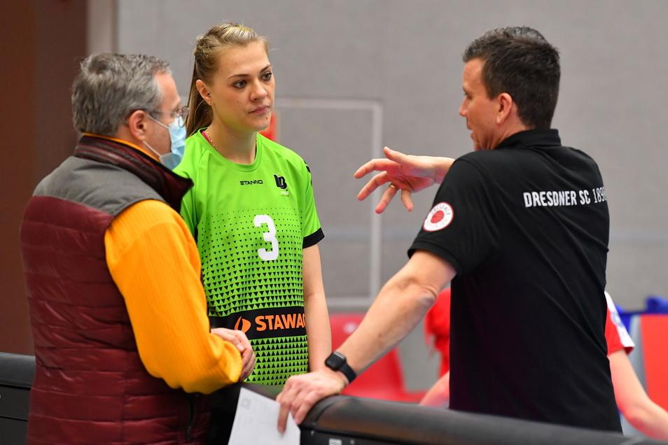 Nach dem Viertelfinale zwischen Dresden und Aachen redeten Alexander Waibl (r.) und Vorstand Jörg Dittrich bereits ausführlich mit Kristina Kicka.