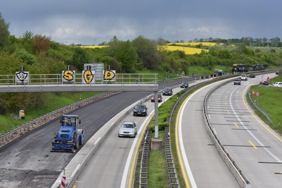 Blick auf die Autobahn A17 bei Kesselsdorf. Hier wird gegenwärtig die Fahrbahn erneuert.