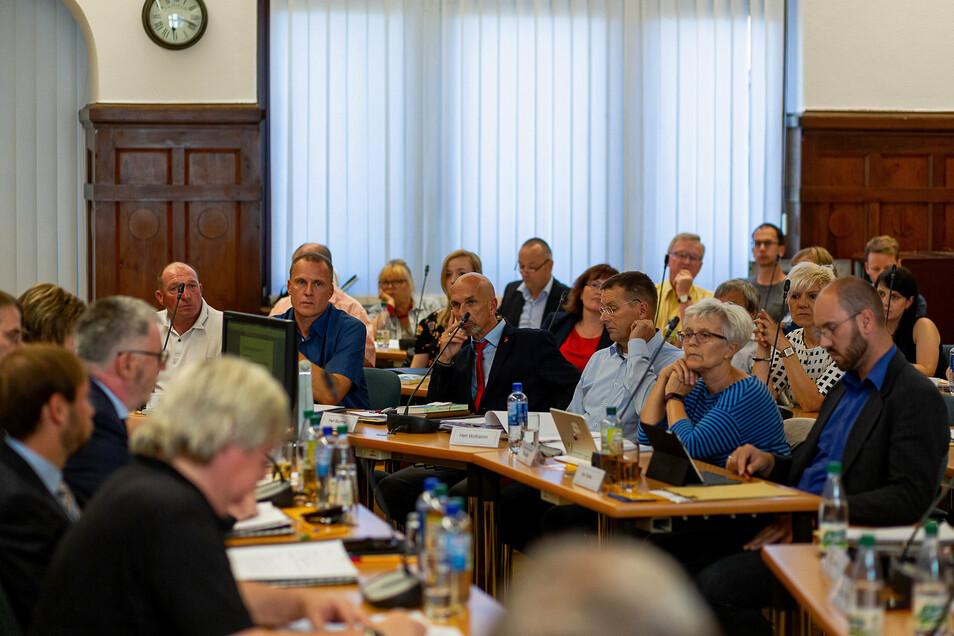 Freitals Stadtrat wird durch Austritte und Rauswürfe derzeit gehörig durcheinander gewirbelt.