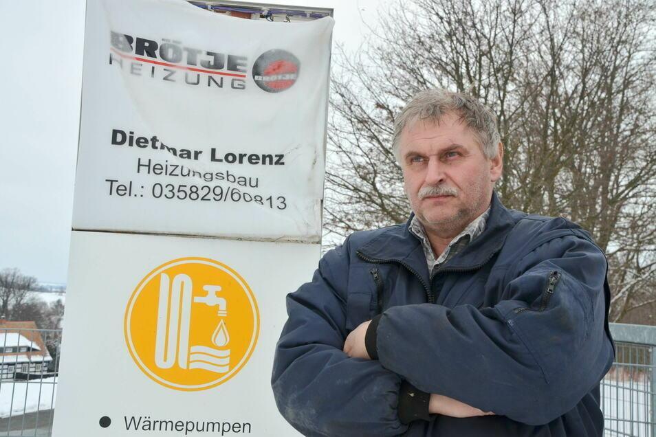 Dem Firmenschild hat die extreme Hitze zugesetzt. Doch Dietmar Lorenz gibt nicht auf.