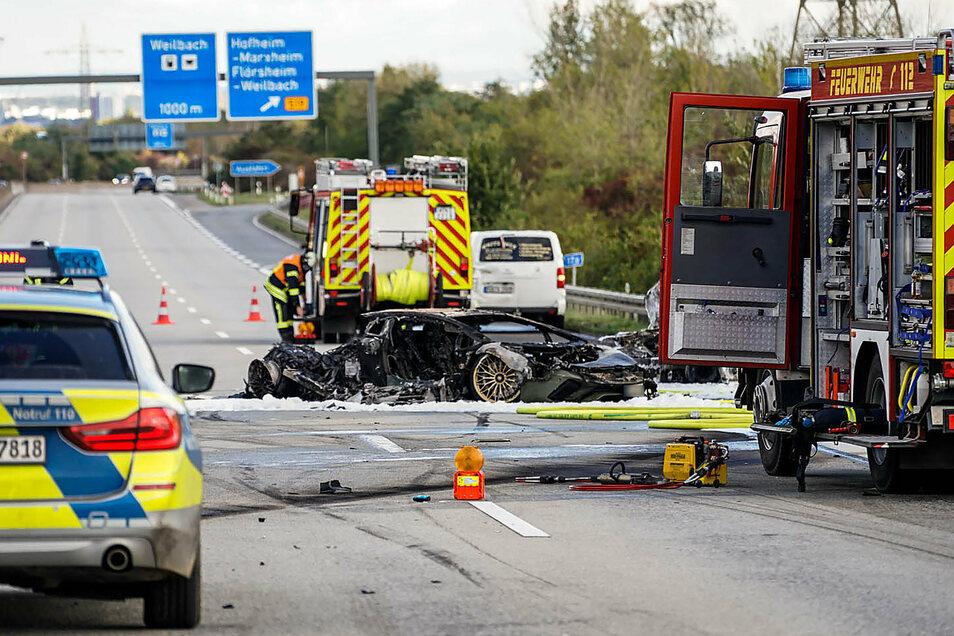 Bei einem Unfall auf der Autobahn 66 bei Hofheim am Taunus (Main-Taunus-Kreis) ist am Wochenende ein Mensch ums Leben gekommen.