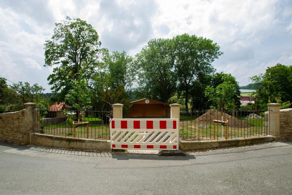 Historisch und romantisch und jetzt Baustelle: Der Röhrsdorfer Schlosspark.
