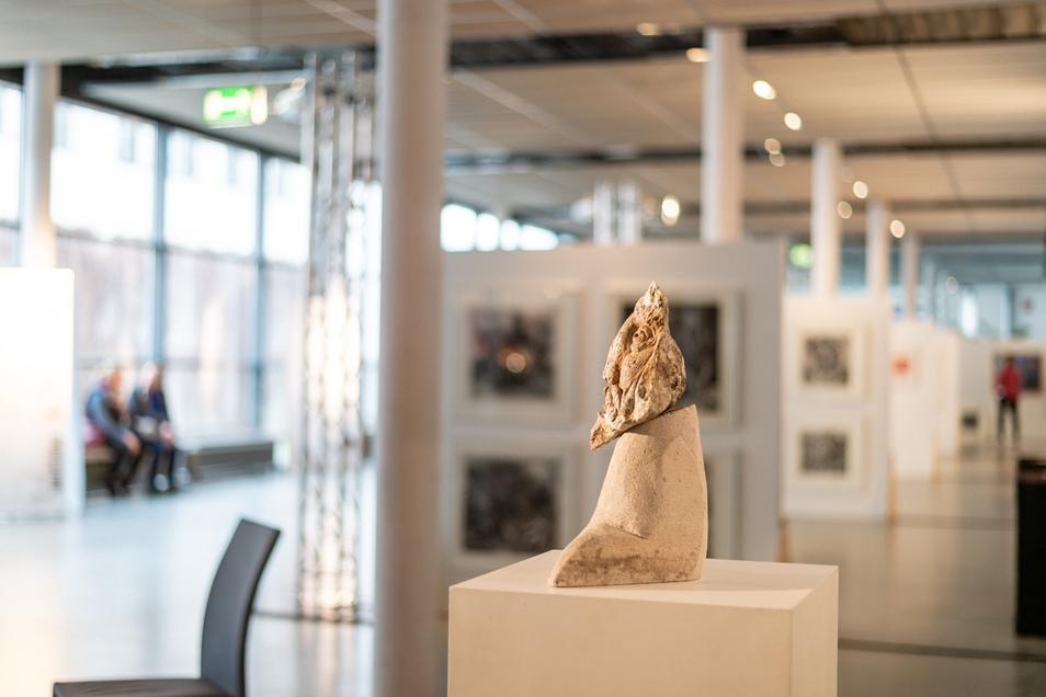 Auch wenn Heinz-Detlef Moosdorf für seine Malereien und Grafiken bekannt war, hat er ebenfalls Skulpturen angefertigt. Er hat hunderte Werke hinterlassen.