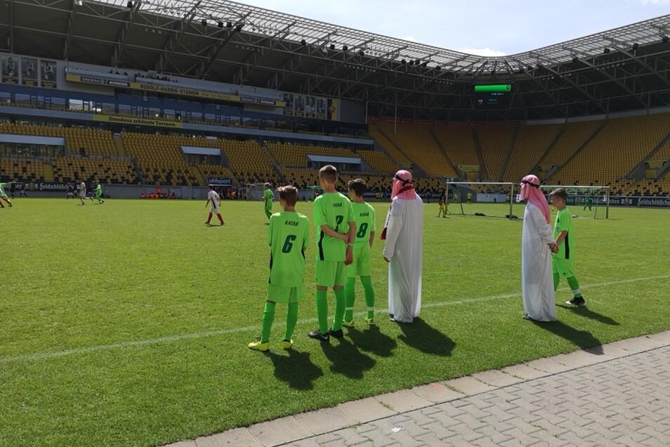 Scheichs als Coach - beim Team aus Katar.