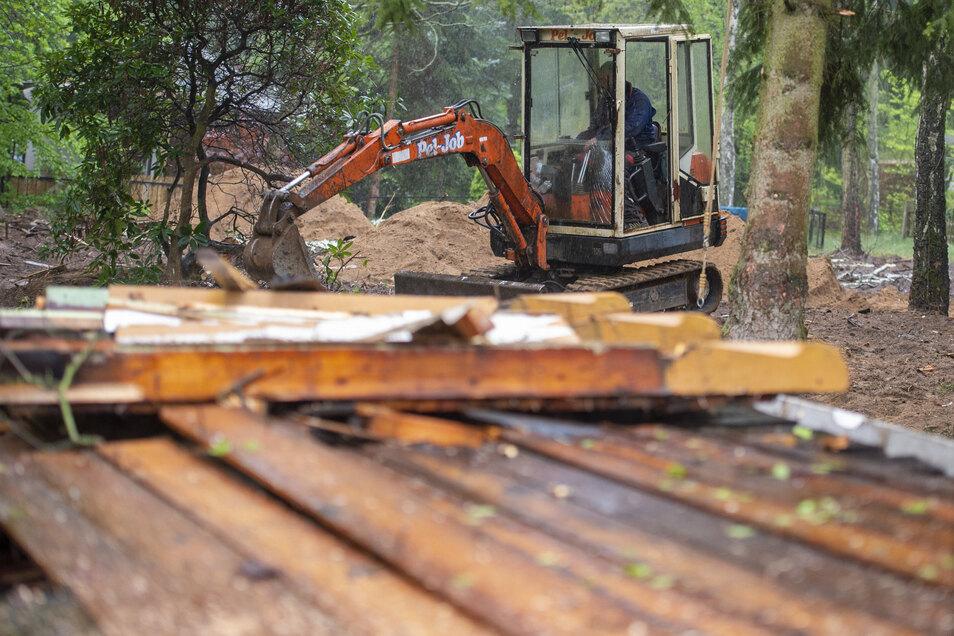 Auf dem Geländes des Bilzbades wurden ungenützte Hütten abgerissen. Hier sollen im Sommer Kurzurlauber mit Zelten oder Wohnmobilen Platz finden.