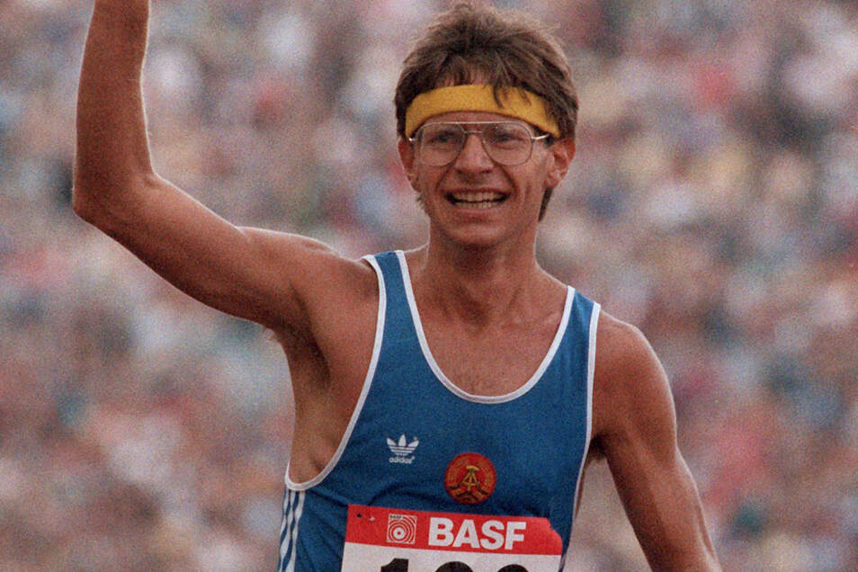 1986 ist Hartwig Gauder noch mal in starker Form, holt sich bei der Europameisterschaft in Stuttgart den Titel über die 50 Kilometer, doch seine Familie, die aus Baden-Württemberg stammt, darf er danach nicht sehen.