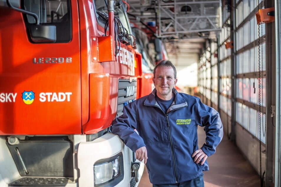 Jens Trenkler ist Vorsitzender des Nieskyer Feuerwehrvereins. Er hat die Geisterticket-Aktion zusammen mit seinen Vereinsmitgliedern initiiert.