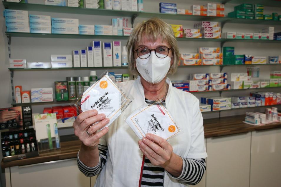 Ines Herrmann von der Apotheke in Ostrau hat am Dienstag noch auf die Bestellung der FFP2-Masken gewartet.