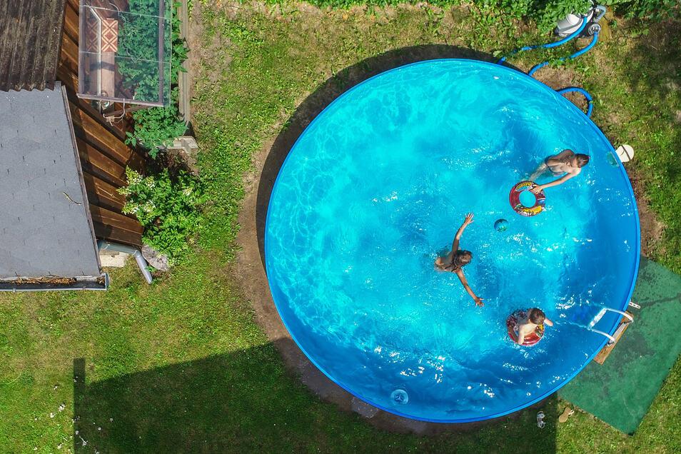 Pool-Hersteller können sich derzeit freuen: Wegen Corona sind ihre Produkte besonders beliebt.