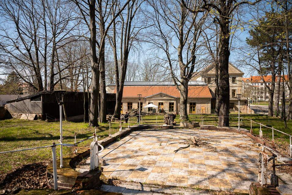 """Der alte Biergarten am """"Haus der Jugend"""". Das Areal ist weitläufig, insgesamt 2,5 Hektar groß."""