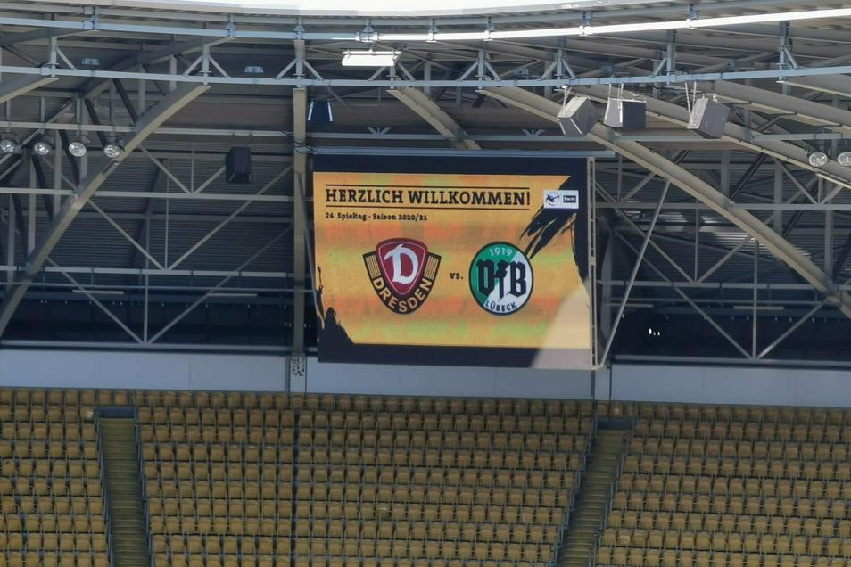 45 Minuten sind es noch bis zum Anstoß im Rudolf-Harbig-Stadion.