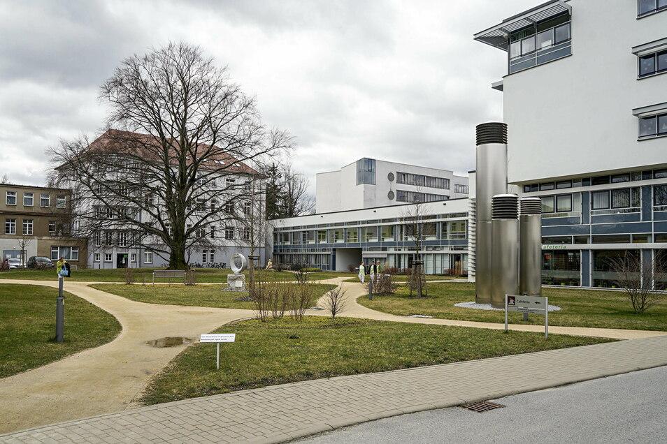 Am Bautzener Krankenhaus soll in der kommenden Woche ein Kühlcontainer für Verstorbene eintreffen.