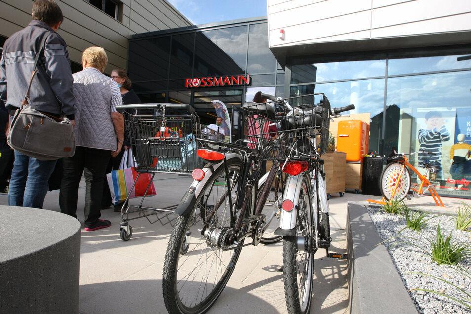 Scheunenhofcenter Pirna: Fahrradständer sind noch Mangelware.