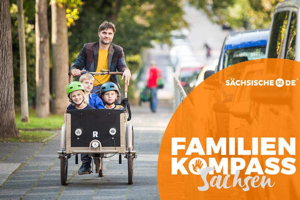 Elterntaxi mal anders: Ronny Rozum bringt seine Söhne und deren Freund mit dem Lastenrad zur Schule und zur Kita in der Dresdner Neustadt.
