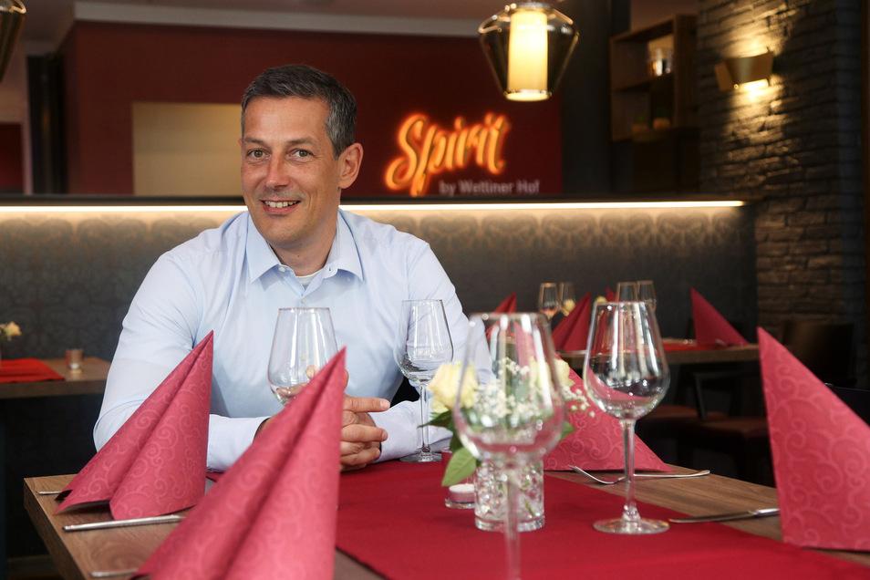 Das Restaurant im Wettiner Hof heißt jetzt Spirit. Die Idee für den Namen kam gemeinsam mit der Familie, sagt Betreiber Jürgen Gollos.
