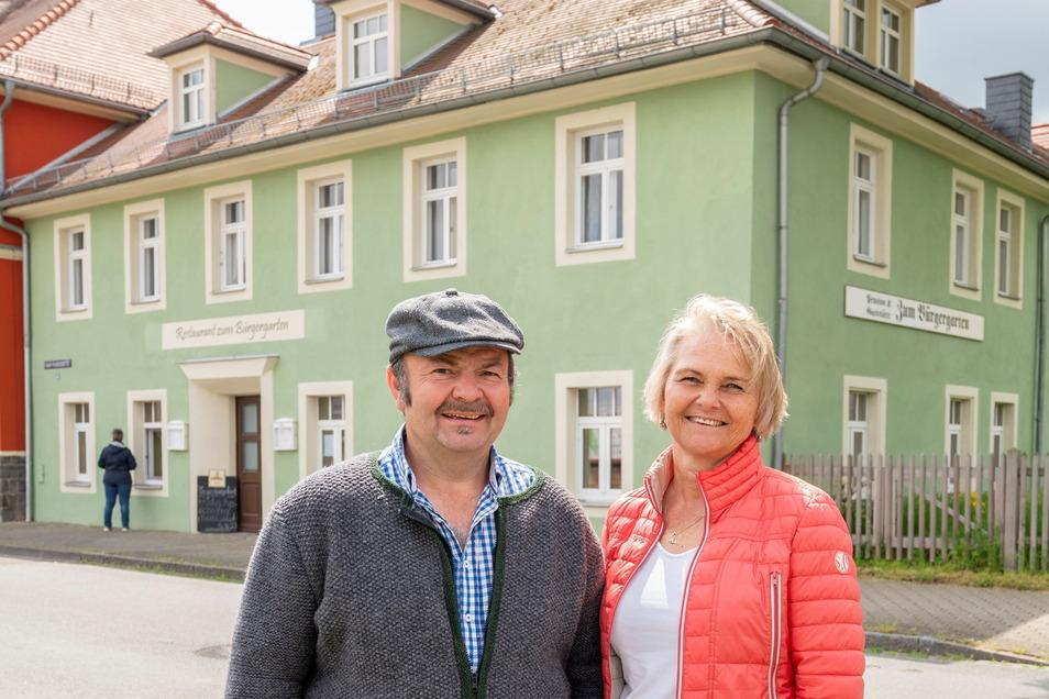 """Markus und Nadja Berger sind Inhaber der Gaststätte """"Zum Bürgergarten"""". Sie hoffen, dass das traditionsreiche Haus eine Zukunft hat."""