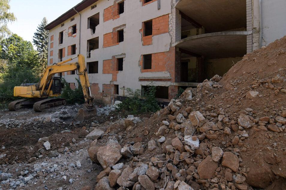 Das ehemalige Kubaner-Wohnheim am Baderberg in Roßwein verschwindet.
