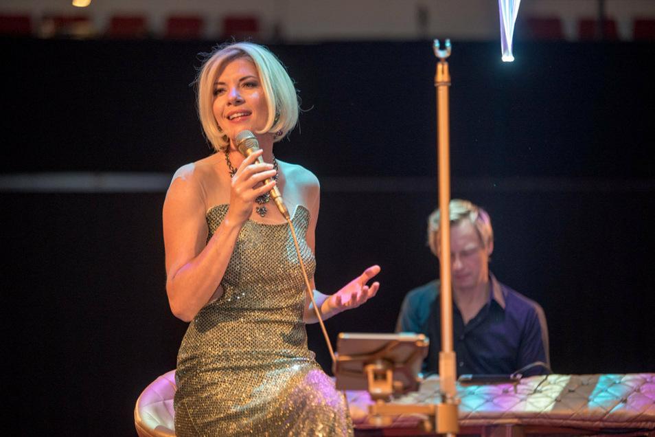 Sylvi Piela lässt die Weihnachts-CD entstehen – und singt auch selbst mit.