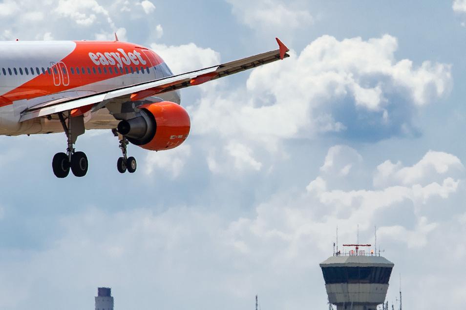 Da war alles noch in Ordnung: Eine Easyjet-Maschine landet auf dem Flughafen Tegel. Jetzt streicht die Airline Tausende Stellen.