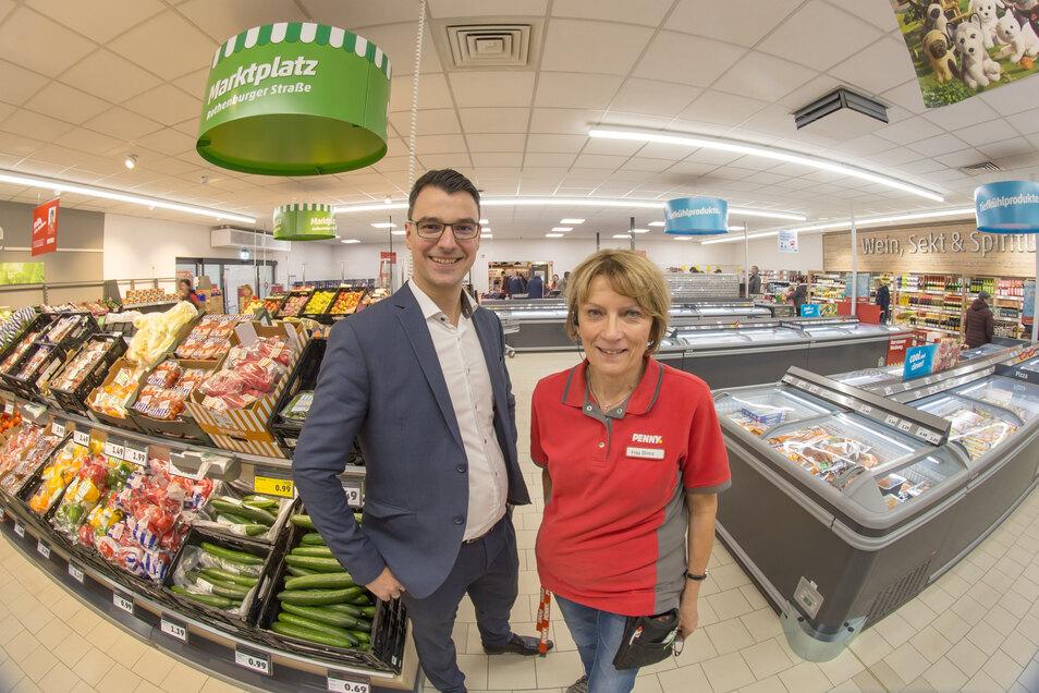 Marktleiterin Christa Dinse und Bezirksleiter Felix Hesse freuen sich über ihren neuen Penny-Markt in der Rothenburger Straße, der jetzt auf modernem Niveau ist.
