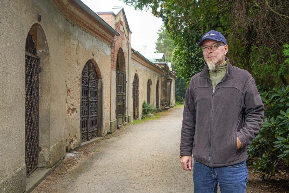 Für sechs Gruften auf dem Bautzener Taucherfriedhof werden Paten gesucht. Interessenten bekommen am Sonntag bei Tag des offenen Denkmals von Friedhofsverwalter Robert Eckhardt Informationen dazu.