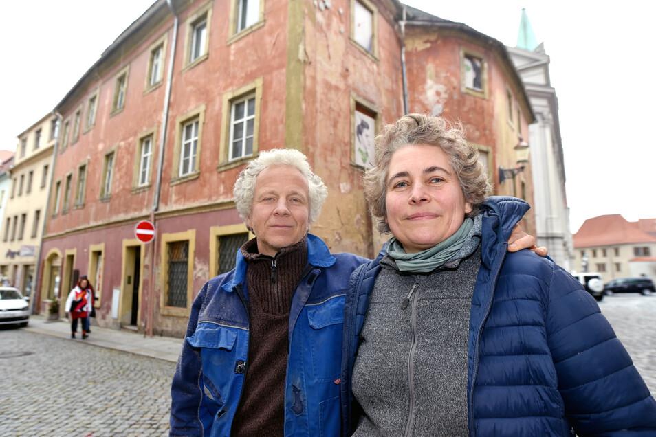 Die Architektin Delphine Peroche und ihr Partner Robert Hennig wollten das letzte unsanierte Haus in der Johannisstraße in Zittau auf Vordermann bringen. Doch nun gibt es viele Fragen um das Vorhaben?