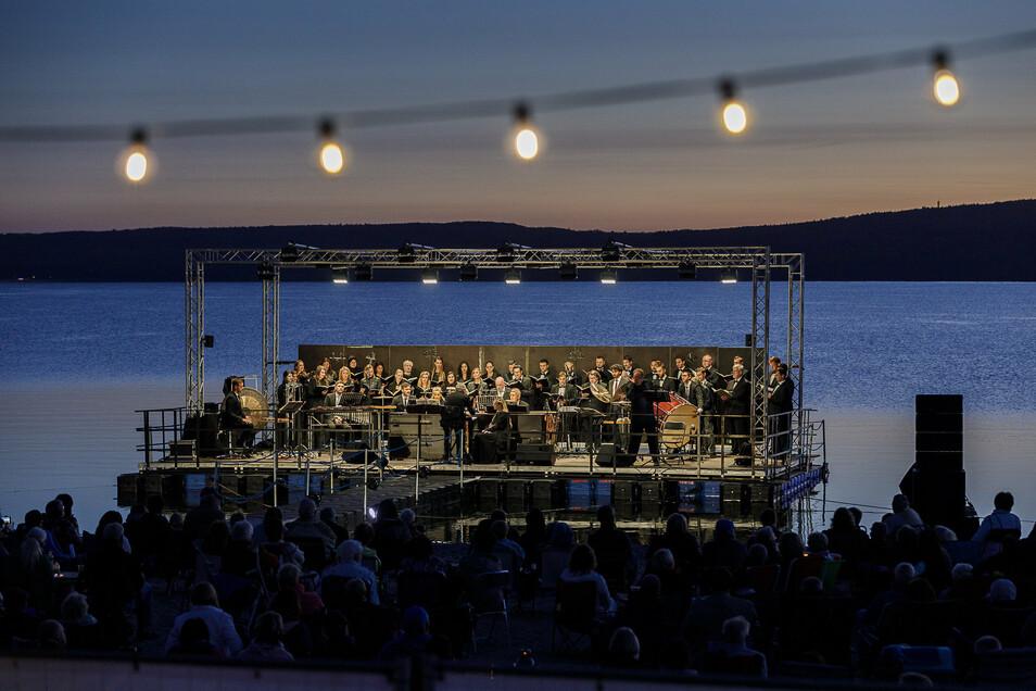 40 Sänger standen bei dem Konzert der Europa Chor Akademie auf der Bühne.