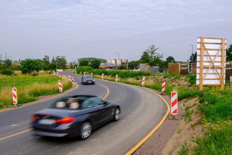 Auch der Bau einer Behelfsstraße, damit das Löma-Center aus Richtung Coswig erreichbar bleibt, war erforderlich.