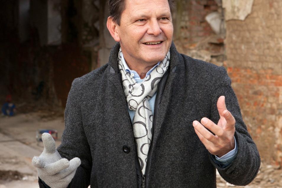 Markwart Faussner stammt aus München, lebt in Dresden und kümmert sich jetzt um den früheren Kuhstall in Ludwigsdorf, der ihm seit über 20 Jahren gehört.