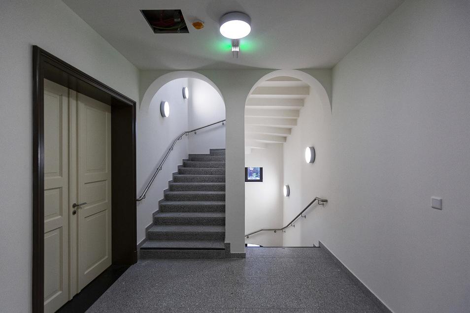 Historische Türen wurden erhalten. Das Gebäude stammt von 1855.