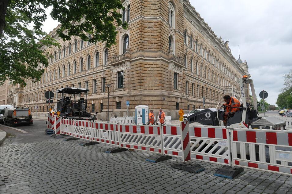 Unangekündigte Bauarbeiten sorgen für Klagen im Landgericht Dresden. Die Maßnahme findet an einer schlagzeilenträchtigen Stelle statt.