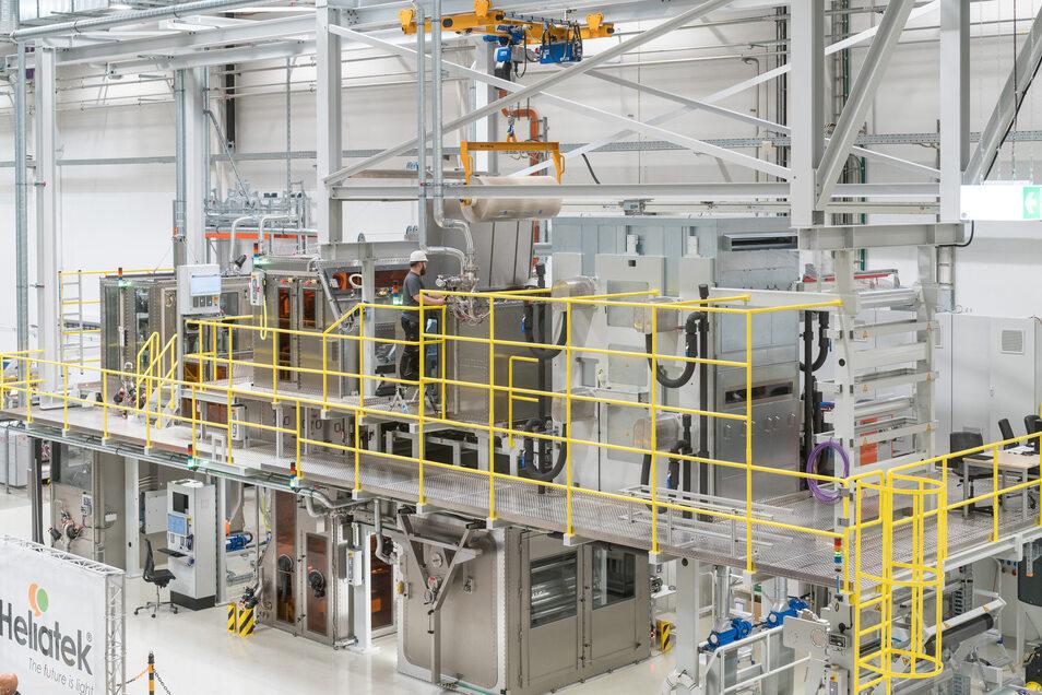 Solartechnik von der Rolle: Die Dresdner Heliatek hat ihre erste Produktionsanlage eröffnet – für Fotovoltaik-Folien mit 1,20 Meter Breite.