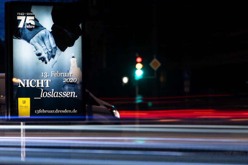 Die Stadt Dresden ruft ihre Bewohner auch mit Plakaten auf, an der Menschenkette am 13. Februar teilzunehmen.