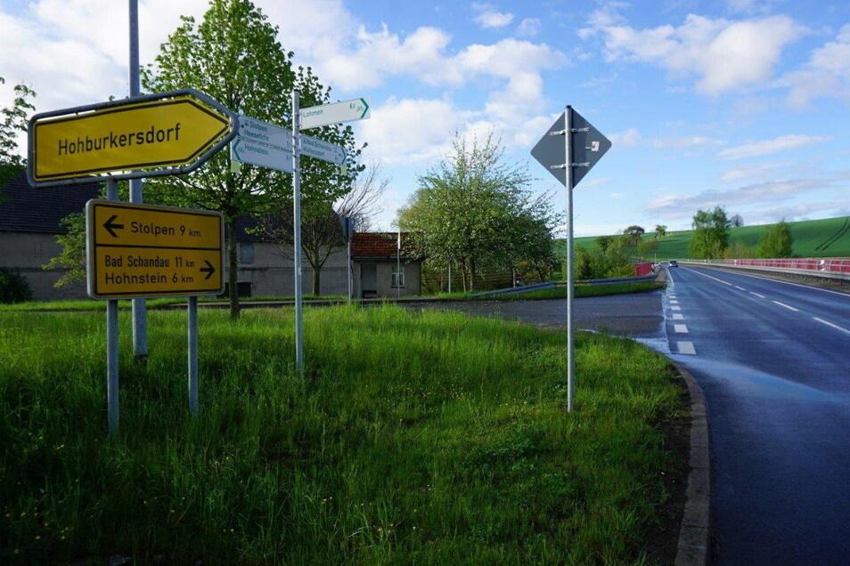Auf der S 163 wurde ein Radweg ausgeschildert. Den gibt es hier nicht. Nun wird befürchtet, dass die Schilder Radler geradezu anlocken.