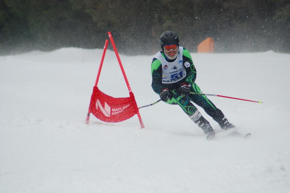 Gerd Seidel in Aktion: Der Skirennfahrer aus Reinsberg fährt für den Ski-Club Nossen zur Weltmeisterschaft der Masters in den alpinen Disziplinen.