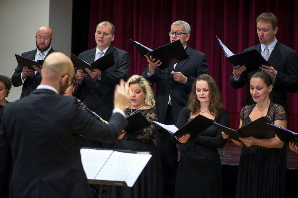 Ein herbstliches Chorkonzert mit dem Chor des Sorbischen National-Ensembles steht am Freitag als erste Aufführung nach der Corona-Pause auf dem Spielplan.