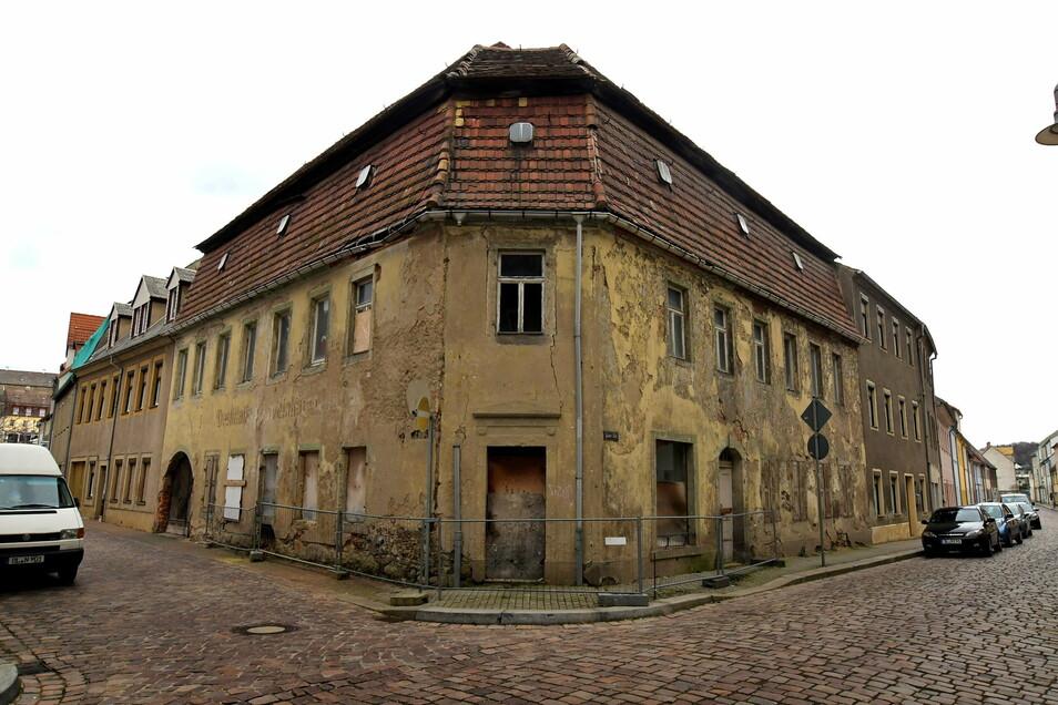 """Der Abriss der """"Destille"""" in Roßwein ist beschlossene Sache. Gegenwärtig bereitet die Verwaltung die Ausschreibung für den Abriss und die anschließende Gestaltung des Geländes vor."""
