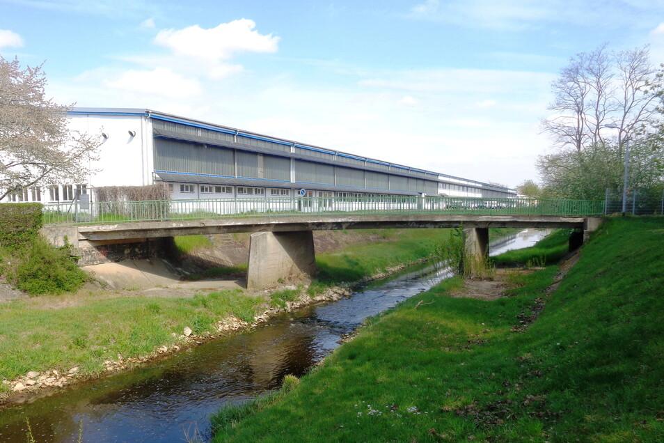 Diese Brücke wird in den nächsten Monaten durch ein neues Bauwerk ersetzt.